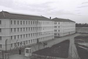 Les bâtiments A et B. Photographie d'Armand Belvisi