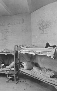 Les dortoirs peu avant la fermeture de l'établissement. Extrait du livre Nokka, Kiven Sisällä de Harri Nykänen et Jouni Tervo