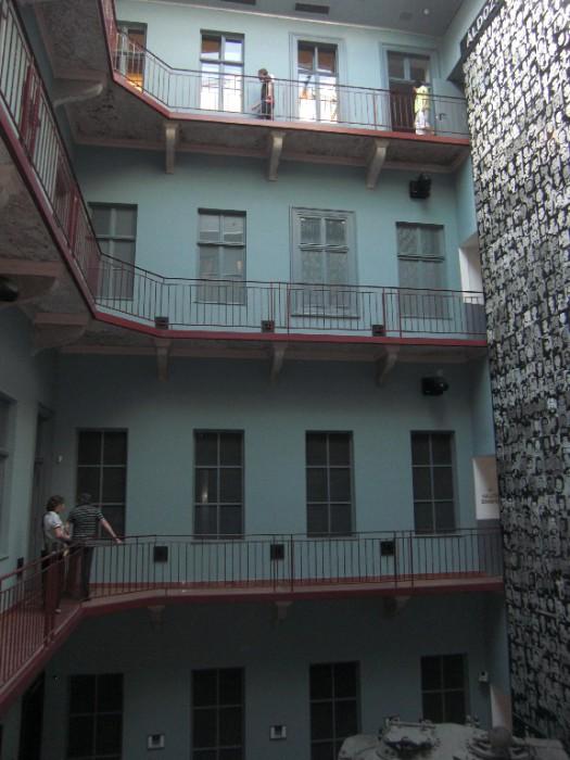 Vestiges de l'ancien immeuble laissé sans mise en scène ni décoration