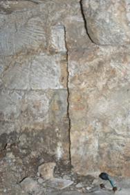 Fig. 8. Château de Selles. Niveau 1. Tour 4. Archère de gauche en entrant dans la tour. Trace de cloison (LANI, M., 2014).