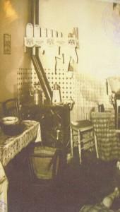 Photographie de la scène de crime. Le désordre dans la cuisine. Archives départementales de Seine-Maritime