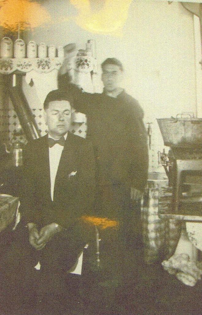 Photographie réalisée lors de la reconstitution du crime. Un des rares clichés d'André Vitel. Archives départementales de Seine-Maritime