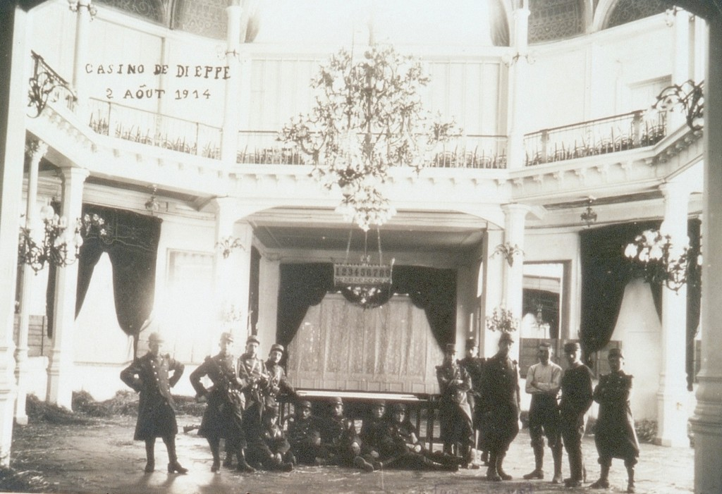 Troupes à Dieppe en 1914 dans le casino réquisitionné. médiathèque Jean Renoir. Fonds ancien. Document communiqué par Olivier Poullet