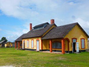 L'ensemble dit « chapelle/cuisine/salle d'anthropométrie », années 2010, collection CIAP de Saint-Laurent-du-Maroni.