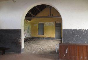 La salle anthropométrique avant les travaux, années 2000, collection CIAP de Saint-Laurent-du-Maroni/collection privée Michel Pierre.
