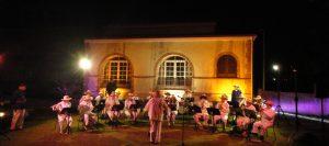 Opération Si le bagne m'était conté… le 30 août 2013, évocation de la musique de la transportation dans les jardins de l'ancien hôtel du commandant du Camp central, actuel CREIPAC. Crédit province Sud.