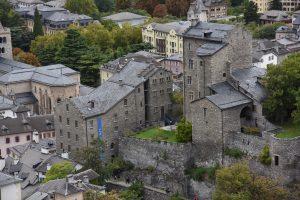 Fig. 12 : Le Musée d'art du Valais, installé dans les châteaux du Vidomnat (à gauche) et de la Majorie à Sion. © Musées cantonaux du Valais, Sion. Héloïse Maret