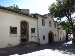 Fig. 13 : Le Musée de la nature du Valais, logé dans la Grange-à-l'Évêque à Sion. © Musées cantonaux du Valais, Sion. Héloïse Maret