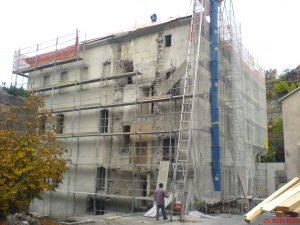 Fig. 16 : Suppression de l'élément rapporté contre la façade sud de l'Ancienne Chancellerie en 2005. © Musées cantonaux du Valais, Sion. dvarchitectes &associés sa