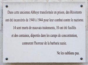 Fig. 19. Plaque à la mémoire des Résistants détenus à Fontevraud. Cl. P. Giraud © Région des Pays de la Loire.