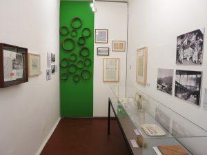 Fig. 19 : Une cellule du Pénitencier de 1913 lors de l'exposition Impermanence. Le Valais en mouvement (2015). © Musées cantonaux du Valais, Sion. Philippe Fragnière