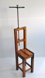 AnthropomÇtrie (greffe). Chaise de pose anthropométrique avec appui-tête. XIXe siècle ©CRHCP - ENAP