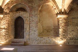 Fig. 2 Arcades carolingiennes dans l'aula carolingienne, © Musée du château de Mayenne.